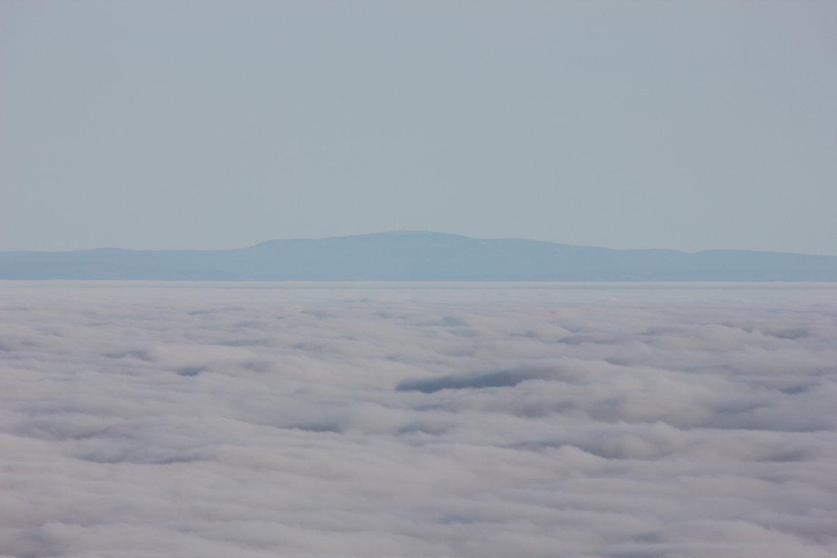 Blick über das Thüringer Becken in den Harz zum Brocken